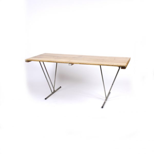 8ft Trestle – Seats 8-10 People